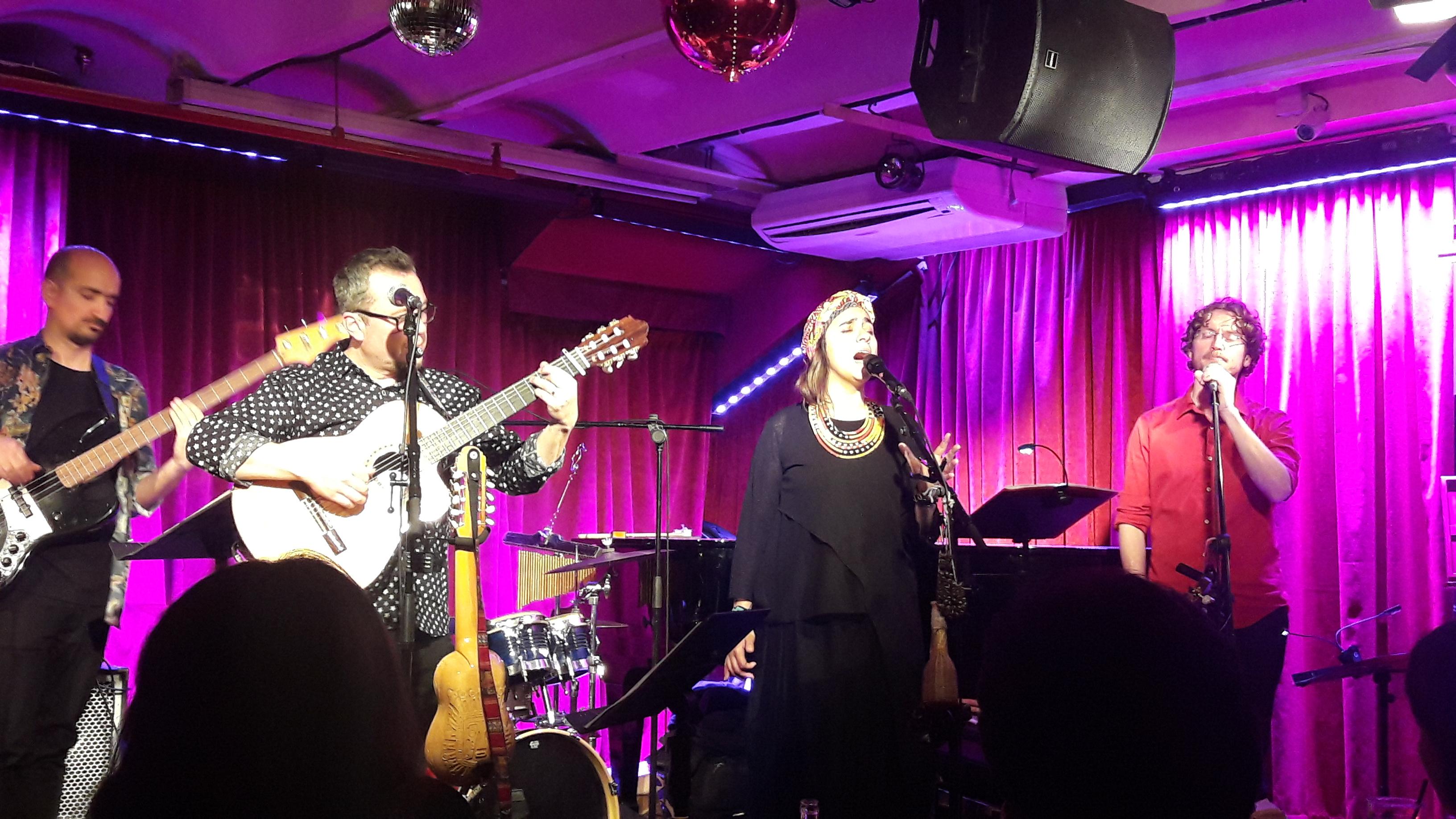 Fabuloso concierto de Marta Gómez en la Sala Milano de Barcelona